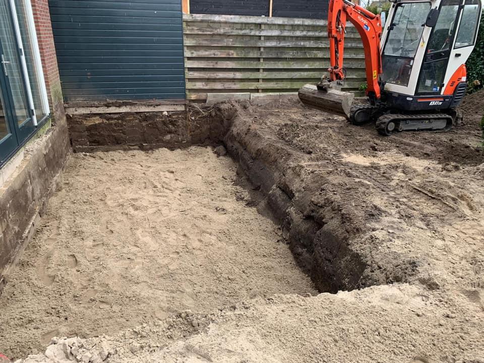 bouwput-uitgraven-nieuw-gazon-vaassen